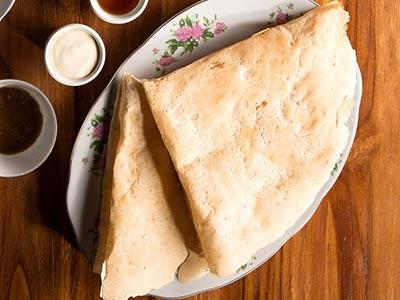 Khubiz Reqaq With Cheese & Honey