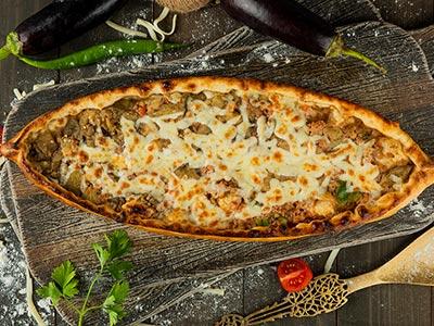 Hunkar (vegetables & Meat) Pide- 16.5 Inch