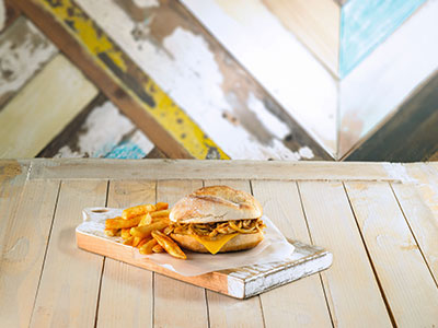 Pulled Chicken Burger With Soft Drink