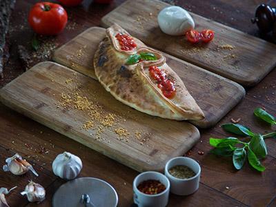 Calzone Prosciutto E Funghi Pizza