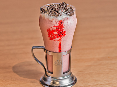 Oreo Strawberry Crumble Shake